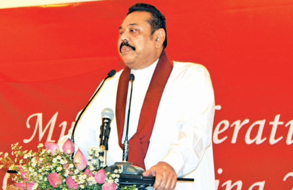 Prime Minister Mahinda Rajapaksa addressing the  meeting. Picture by Ashraff A. Samad.