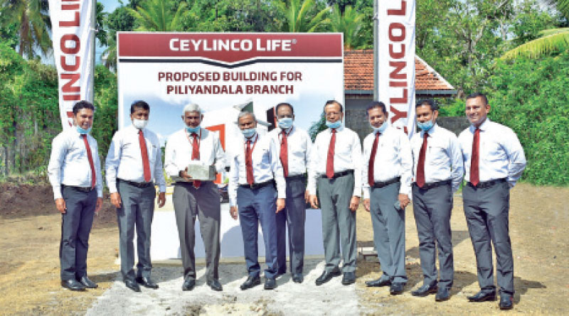 Ceylinco Life Chairman R. Renganathan and Managing Director/CEO Thushara Ranasinghe (3rd and 4th from left respectively), Directors, members of the Senior Management and branch staff at the foundation stone laying ceremony.