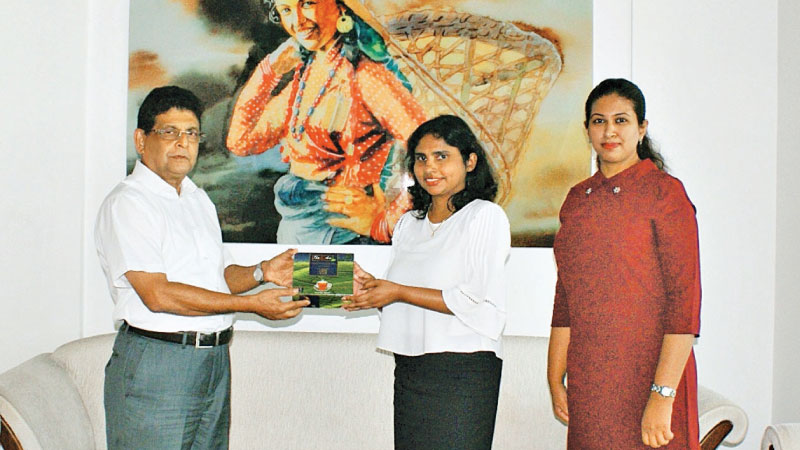 Inoka Geeganage – Head of Finance and Purnima Herath – Manager Human Resources (centre and right) of Anverally and Sons make a token presentation of the Company's donation to Jayampathy Molligoda – Chairman of the Sri Lanka Tea Board.