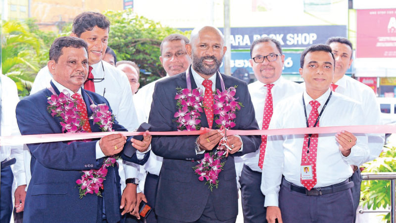 Naleen Edirisinghe Senior Deputy General Manager of Pan Asia Bank is seen declaring the branch open. Also in the photograph from left; Upali Dharmasiri – Deputy General Manager Recoveries, Primal Vithara – Area Manager Colombo North, Shiyan Perera – AGM Retail Credit, Harsha Kurukulasuriya – AGM Operations & Administration and Nilantha Mahanama – Manager Pan Asia Bank Gampaha branch.