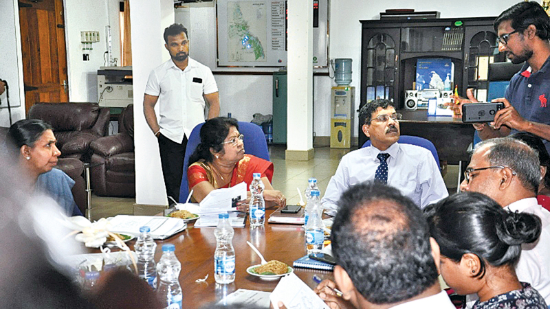 Tourism Ministry Secretary S.Hettiarachchi, Batticaloa Government Agent Kalamathy Pathmaraja and the officials in the discussion.