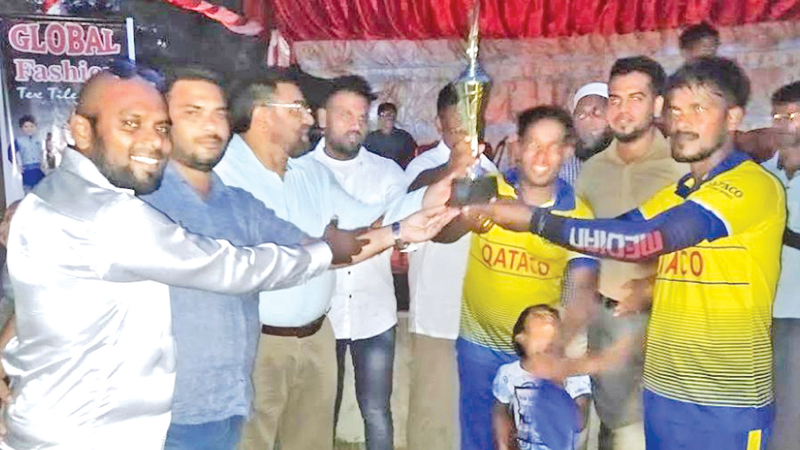 The skipper of Royal Sports Club cricket team of Chavalakade receiving the trophy