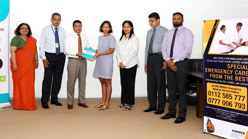 SLIC and Certis Lanka Home Nursing and Swift Care senior management exchanges the MoU.