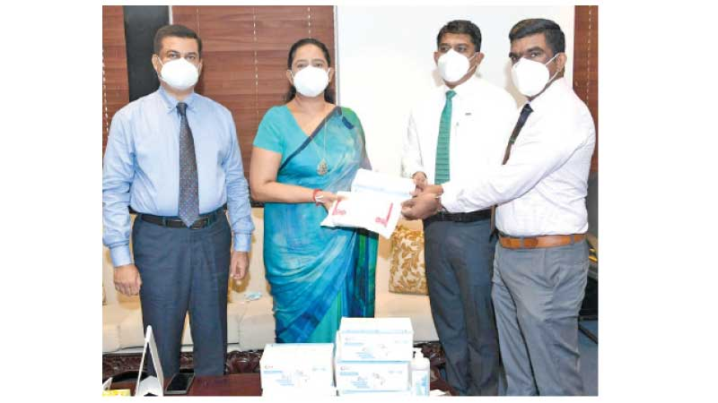 Health Minister Pavithra Wanniarachchi accepting the donation of masks at the Health Ministry yesterday.