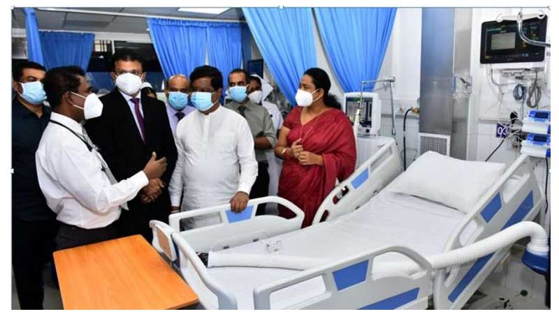Minister Pavithra Wanniarachchi and Minister Bandula Gunawardana with officials at the opening of the ICU at Homagama Base Hospital.
