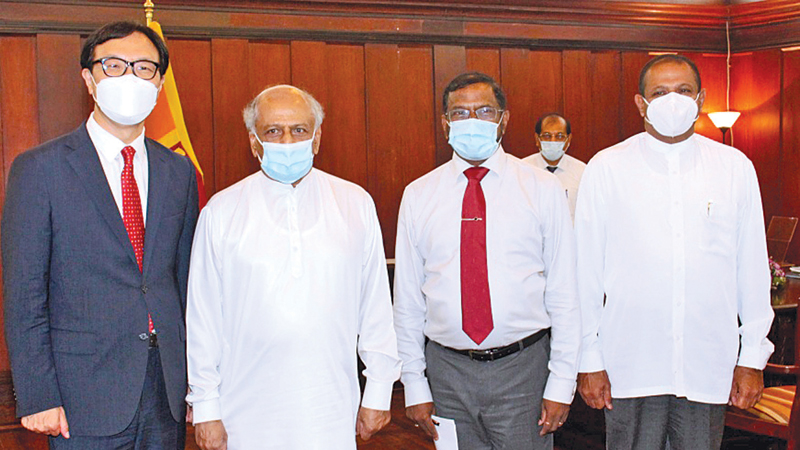 Foreign Minister Dinesh Gunawardena met with Korean Ambassador in Sri Lanka Woonjin Jeong at the Foreign Ministry on January 4.