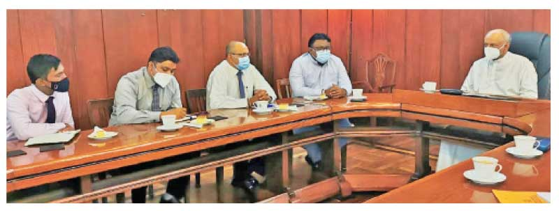 Minister Dinesh Gunawardena discussing with the SLFSA) Office Bearers.