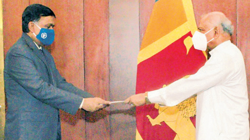 Foreign Minister Dinesh Gunawardena receiving the credentials from WFPCountry Director to Sri Lanka  Aburrahim Siddiqui.