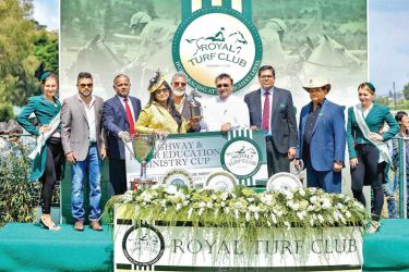 Owner of Glittering, Mr. & Mrs. Edwards receiving the Highway & Higher Education Cup from the chief guest. Glittering was rode by Y.S.Srinath and trained by S.P.A. Raju.