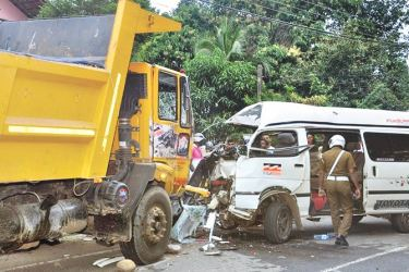 The tipper and van involved in the accident. Picture by Lakshman Kumarasinghe, Walasgala Group Corr.