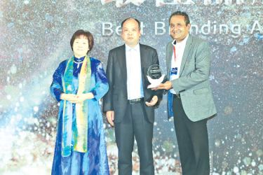 Deshamanya Dr. Najeeb Deen, Managing Director and Chief Executive Officer of Deen Brothers Imports, receiving the award