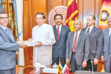 The Presidential Commission of Inquiry to Investigate and Inquire into Serious Acts of Fraud, Corruption and Abuse of Power, State Resources and Privileges (PRECIFAC), handed over the final report to President Maithripala Sirisena yesterday, at the Presidential Secretariat yesterday (2). The 1,135 page report was handed to the President by Chairman of the Commission, P. Padman Surasena, whilst its Secretary, H.W. Gunadasa and members Vikum Kaluarachchi, R. Ranasinghe, Gihan Kulathunga and P.A. Premathilake