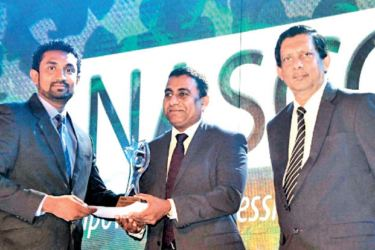 Winning Gold as Territory Manager, CDB's Lalith Peiris accepts his award at the NASCO Awards 2017