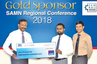 LOLC Group Managing Director and CEO, Kapila Jayawardena presenting the cheque of the gold sponsorship to Imran Nafeer, Honorary President, Lanka Microfinance Practitioners Association and Yasitha Munasinghe, Manager, Lanka Microfinance Practitioners Association.