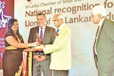 Administration Director of Foreconns Canneries Thilini Jayasuriya receiving the award.