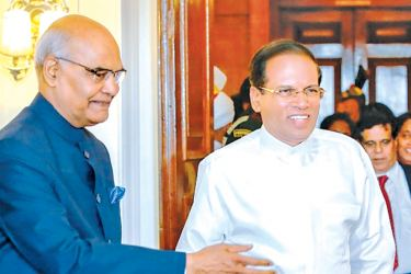 Indian President Ram Nath Kovind receiving Sri Lankan President Maithripala Sirisena at the Rashtrapati Bhavan (President's House) in India on Saturday. (picture by  Presidents Media Division)
