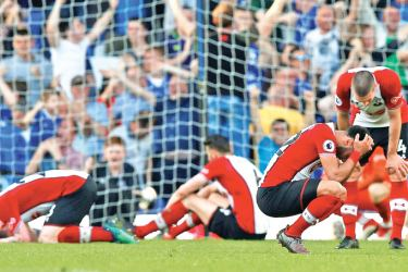 Southampton players look dejected after Everton's Tom Davies scored a late equaliser.