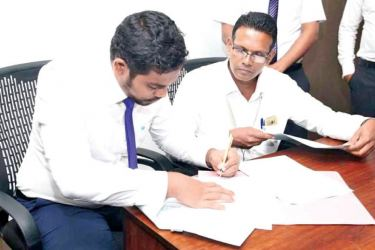 Trade Agreement being exchanged between Senior Managers of Idea Group and an official of Maldives Company