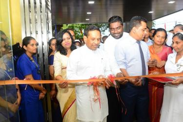 Health Minister Dr. Rajitha Senaratne opening the new Accident Ward and Emergency Treatment Unit at the Kalutara General Hospital while Dr. Sujatha Senaratne and others look on.