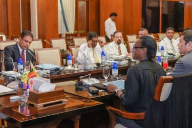 President Maithripala Sirisena met with a group of World Bank representatives at the Presidential Secretariat on Thursday. Mahaweli and Environment Ministry Secretary Anura Dissanayake and other officials were present. Picture by President's Media.