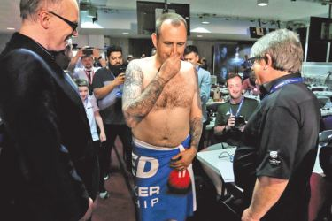 World snooker champion Mark Williams keeps promise and strips naked after winning the title