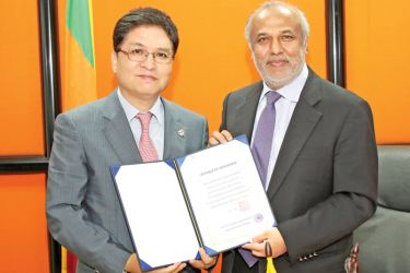 Minister Rauff Hakeem receiving the funds from the Korean Company.