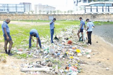 Navy personnel cleaning the Galle Face Green.