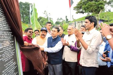 Acting Indian High Commissioner Arindam Bagchi unveils a plaque at Madakumbura Estate.