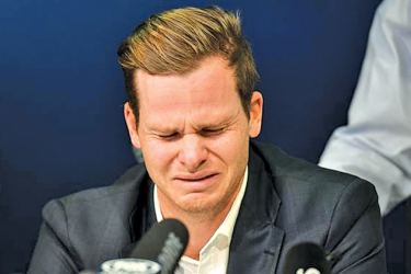 Steve Smith breaks down at the press conference during the ball  tampering affair.