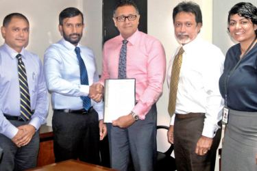 Roshan Silva, Managing Director, CL Synergy exchanging the agreement with Thimal Perera, Deputy CEO, DFCC Bank. Janaka Udamulla, Finance Director, CL Synergy, Rochana Jayawardana, Director, CL Synergy and Sheron Mendis, Senior Manager, Payments & Cash Management, DFCC Bank look on