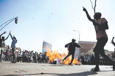 Violent clashes in Zimbabwe as election results delayed.