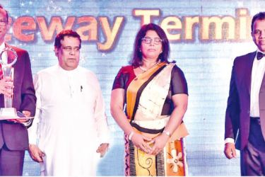 SAGT General Manager Operations, Upul Jinadasa with Minister for Transport and Aviation, Nimal Siripala de Silva, Gayani De Alwis, Chairperson - CILT Sri Lanka and Dr. Lalith Edirisinghe, Secretary - CILT Sri Lanka after receiving the award