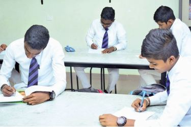 Students at the 'Brain Buster with SLIIT' program.