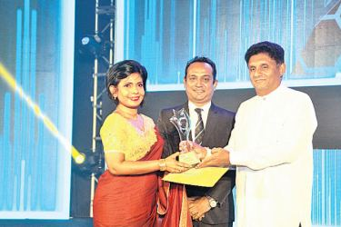 Nadika Opatha, Head of Sales of LOLC Life Assurance receive the National Sales Manager Award from the Minister of Housing and Construction, Sajith Premadasa