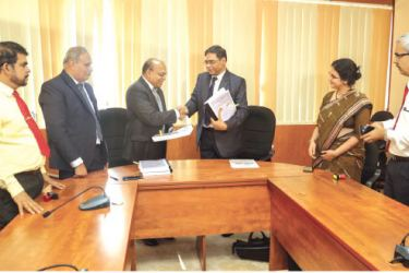 Secretary Ministry of Transport and Civil Aviation, G. S. Vithanage exchanging the agreement with Director Technical, Rights Company of India Malik Rathor. General Manger Sri Lankan Railway Dilantha Fernando, Economic Counciller, Suja K. Menan and Additional Secretary, Minister of Transport, Tilakaratne Bandara look on.