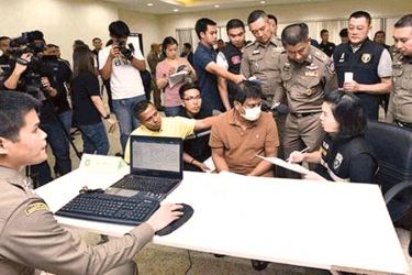 Bangkok police interrogating the suspect. (Picture courtesy the Bangkok Post)