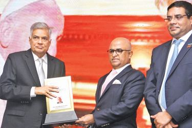 Prime Minister Ranil Wickremesinghe receiving the Most Admired National Leader in Sri Lanka  Award from International Chamber of Commerce (ICC) India President Jawahar Vadivelu and ICC Sri Lanka President Dinesh Weerakkody at the event hosted by the International Chamber of Commerce  yesterday.  Picture by Sulochana Gamage