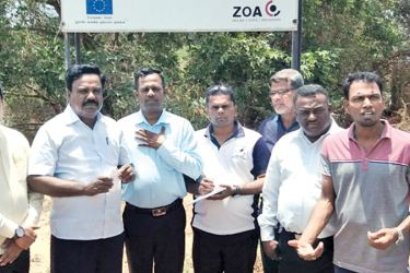 Northern Provincial Councillor Alikhan Sherif, Musali PS Chairman A.G.H. Suffiyan, Mannar PS Chairman S.H.M. Mujahir with some of the journalists. Picture by I.L.M. Rizan, Addalaichenai Central Corr.