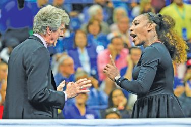 Serena Williams (R) of the United States argues with referee Brian Earley (L) during her Women's Singles finals match against Naomi Osaka of Japan. – AFP