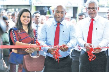 Branch Manager Anupama Kankanamge, Director and Group CEO Dimantha Seneviratne and Senior Vice President Branch Network Management and Personal Banking Sanjaya Perera opens the branch in Katugastota
