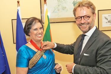 France's Ambassador Jean-Marin Schuh after presenting the award to Kumaratunga. Picture by Rukmal Gamage.