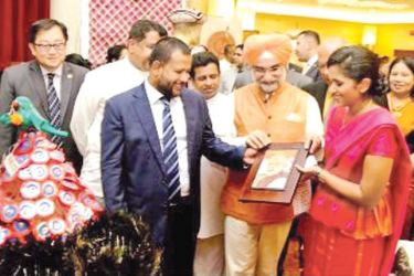 High Commissioner of India to Sri Lanka Taranjit Singh Sandhu Industry and Commerce Minister Rishad Bathiudeen and Chairperson of NCC  Heshani Bogollagama display a handicraft made by a Sri Lankan craft-maker which depicts the image of  Indian Prime Minister Narendra Modi, at the launch event of Shilpa Abhimani 2018 recently at BMICH.