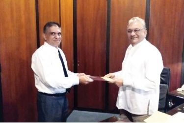 Chairman Sujith Kariyawasam accepts the letter of appointment.