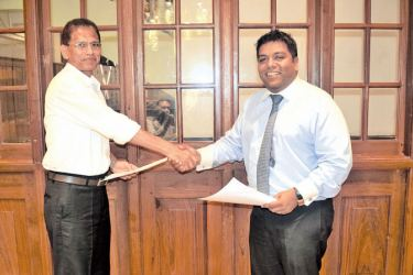 SLASSCOM and CH17 Loyalty to design officials exchanging the MOU