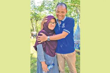 Reunited couple a rare ray of hope in quake zone