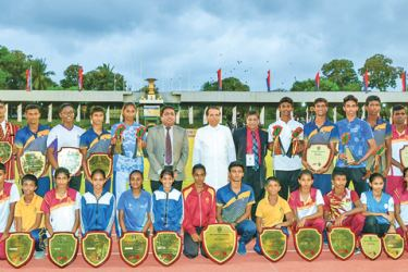 President Maithripala Sirisena posing with the winners of all age categories. Picture by Chandana Perera