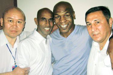 Rukman Wekadapola is seen here with Mike Tyson and some other officials. Picture by Upananda Jayasundera-Kandy Sports Spl.Corrs