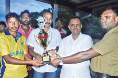 The skipper of Sammanthurai Win Stars Sports Club cricket team receiving the trophy from the chief guest