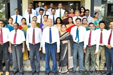 Prof. Ajantha S Dharmasiri, Director, PIM, Samantha Rathnayake, Management Consultant, PIM, senior management representatives and participants from BoC posing for a photograph at the inauguration of the programme
