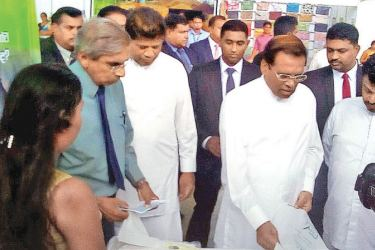 Plastic Packaging Pte Ltd, Chairman, Mervyn Dias showing reusable compostable and biodegradable bag to President Maithripala Sirisena.